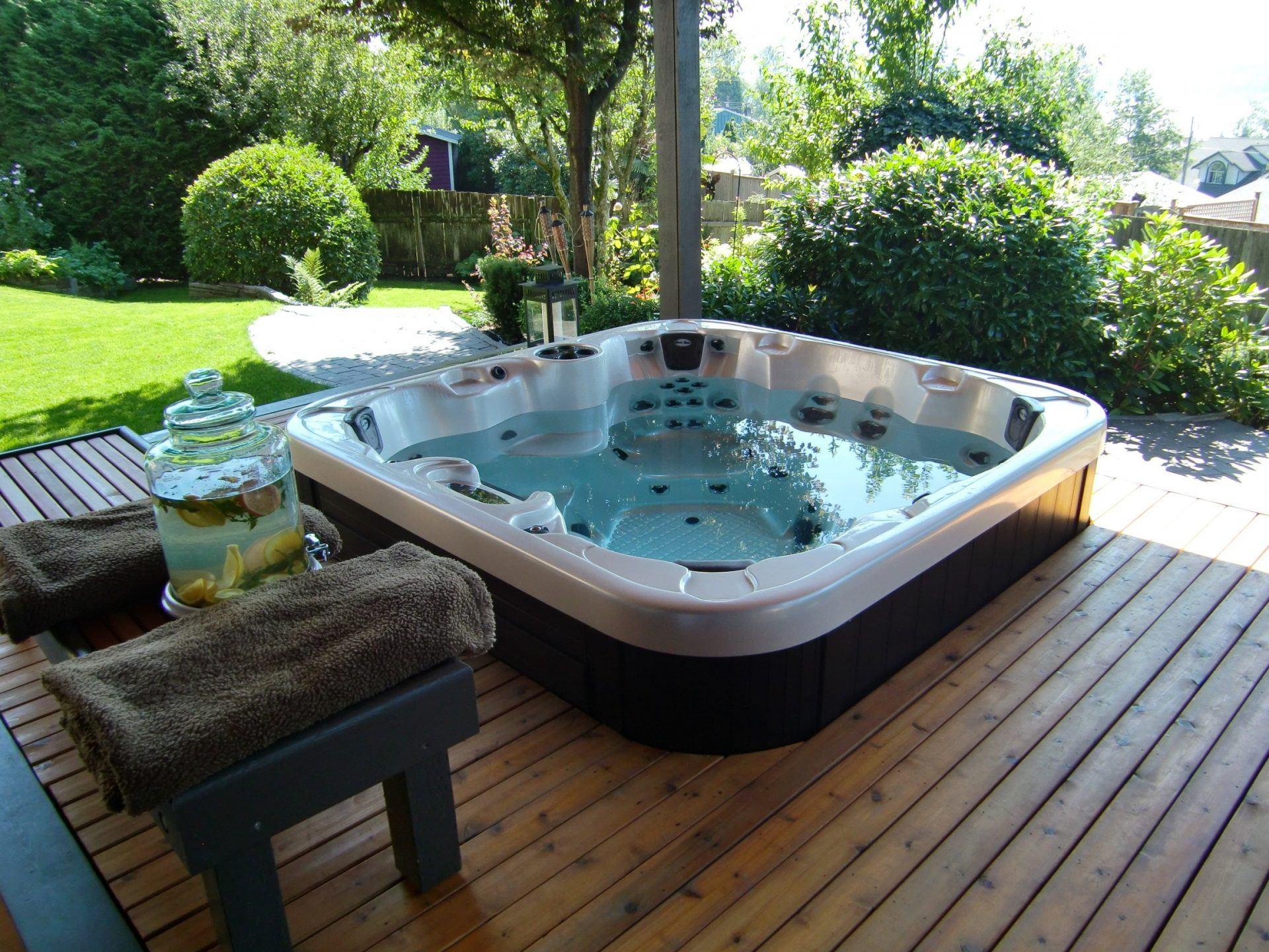 avoir un jacuzzi chez soi photo de softub spa jacuzzi dordogne irrijardin masterspas avoir un. Black Bedroom Furniture Sets. Home Design Ideas